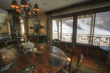 112 Skiway Upscale Dining room with Slopeside View