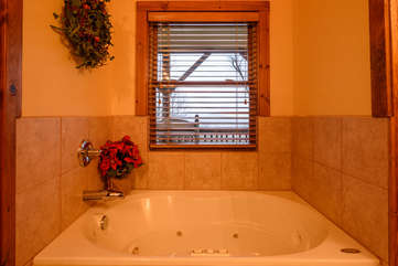Appalachian Breeze Jetted Tub with a View