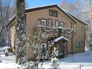 Beech Mountain Lodge in the Snow