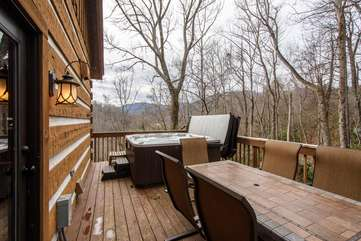 Big Rock Lodge Side deck with outdoor dining area and large hot tub