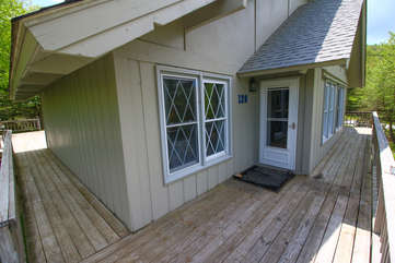 Blue Heaven Chalet front deck and entrance to house