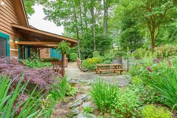 Beautiful Gardens in front Celtic Cabin