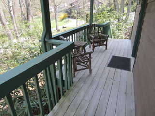 Cherokee Cottage Outdoor seating.