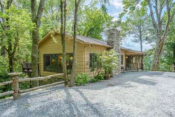 Colonel Weber`s Lodge tucked into Peaceful Wooded Setting