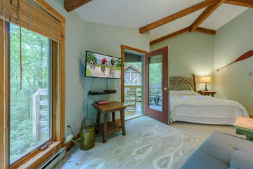 Second bedroom with TV, private deck