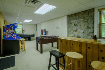 Game room with mini bar, Foosball Table, Air Hockey, 40