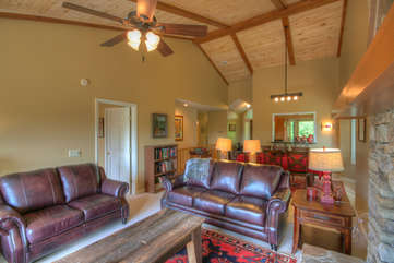 Higher Ground at Yonahlossee Spacious, Tongue & Groove Ceilings, Leather Seating, HDTV, Fireplace
