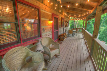Lazy Bear Cabin Relaxed Covered Back Porch