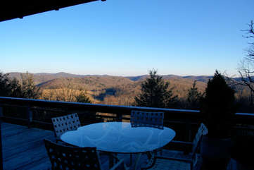 Longview Cottage Outdoor Dining