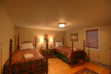 Majestic Mountain Haus main level Bedroom with 2 Twin Beds