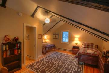 Majestic Mountain Haus Upstairs Loft Bedroom with Full & Twin Beds