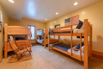 Downstairs Twin Bunk Room with Sleeping for Six