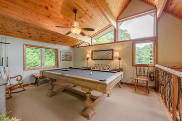 Upstairs Loft Area with Pool Table