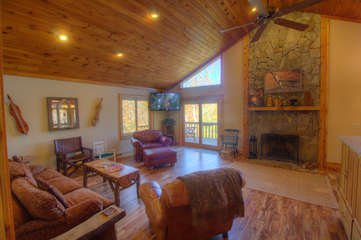 North View Lodge Living Room with Fireplace and HDTV