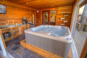 North View Lodge Hot Tub with Fridge, Sink and more. Note: TV removed due to water damage.