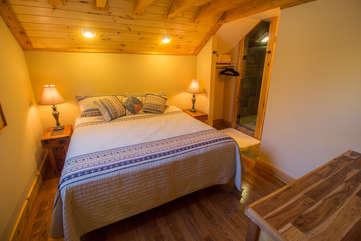 North View Lodge upstairs Queen Suite with ensuite Full Bathroom