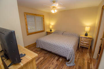 North View Lodge main floor King Master Suite with ensuite Fulll Bathroom