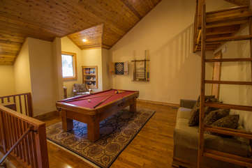 North View Lodge Game Room with Pool Table and Dartboard