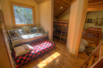 North View Lodge upstairs Bunk Bedroom with Day Bed and Trundle