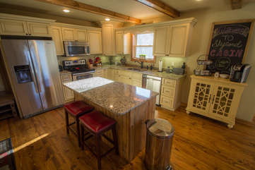 Skyland Cabin Granite Island and Stainless Appliances
