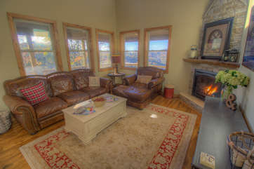 Skyland Cabin Great Room with Gas Log Fireplace and HD Smart TV