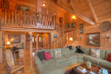 Eagles Nest Lots of Comfortable Seating, Mountain Style Cabin