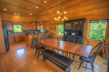 Mountain Top Lodge Large Dining Capacity, Open Floor Plan