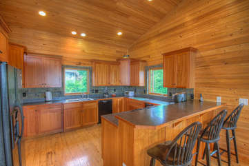 Mountain Top Lodge Kitchen with 3 Seats at Bar