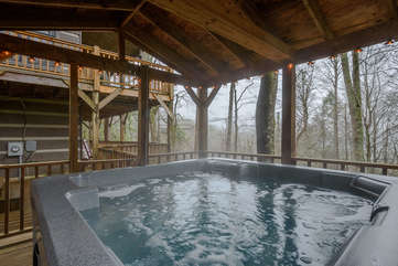 Raccoon Ridge Hot Tub Under Covered Porch