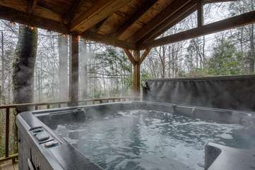 Peaceful, Private Wooded Setting for Relaxing in Hot Tub