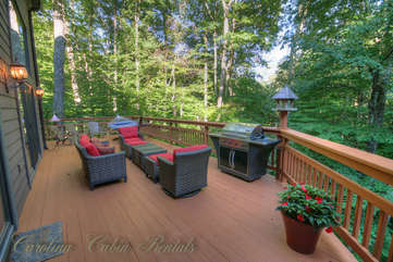 21 Linville Ridge Outdoor Living Area with Comfortable Seating, Propane Grill