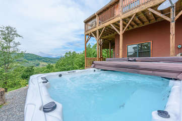 8 Person Hot Tub with Great Relaxing Views