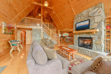 Bear Necessity Living Room with Cathedral Ceilings, Kitchen and Upstairs