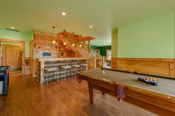 Downstairs Pool Table & Bar