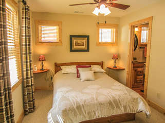 Bear Tracks Cabin Queen Bedroom with Flat Screen TV and Full Bath