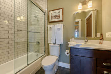 Full Bathroom with Hallway access and access from Queen Suite