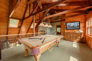 Loft with Pool Table, HDTV