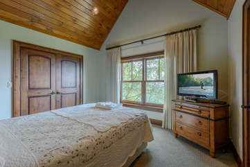 Carriage House Queen Bedroom with HDTV
