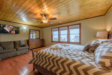 Upstairs King Suite with HDTV, Ensuite Full Bathroom