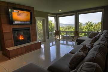 Heavenly Manor Living Room with Great Views, Fireplace, and Flatscreen