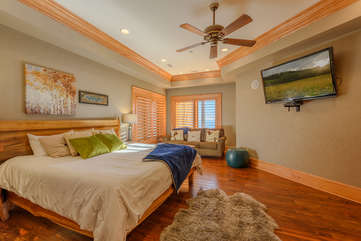 Phoenix Mountain Lodge 1 of 2 Downstairs King Suites with Queen Sleeper Sofa & 60-inch HDTV