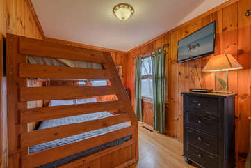 Bunk Room on Main Level with Twin and Double Beds, TV