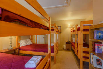Upstairs Bunk Room Sleeps 6