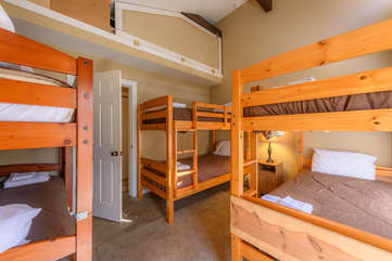 2nd Upstairs Bunk Room Sleeps 6