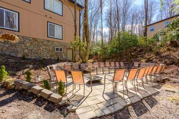 Beech Mountain Lodge Patio with Fire Pit, Room for a Crowd