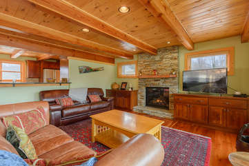 Camelot Lodge Living Area with gas log fireplace, TV, leather sofas