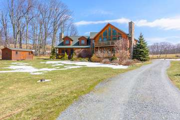 Camelot Lodge with level driveway, easy access