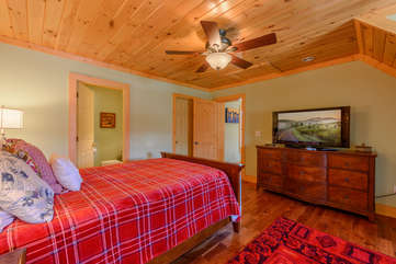 Upstairs Queen bedroom with private bath, TV