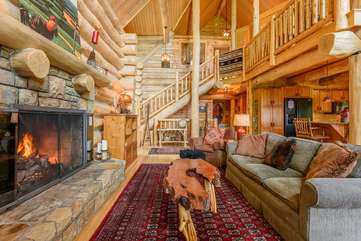 Spice Mountain Lodge with gas log fireplace, vaulted ceilings
