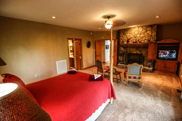 Tyneloch queen master suite with fireplace and additional seating
